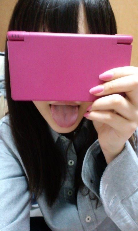 桐谷美玲の目隠し舌出し