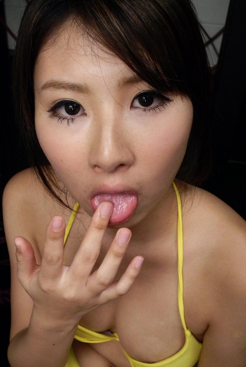朝比奈舞の舌出しフェラ (2)