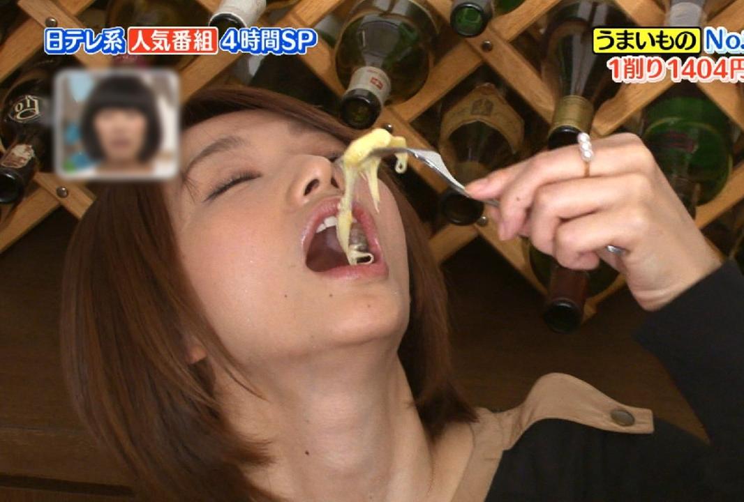 眞鍋かをりの舌見せうっとり喰い (2)