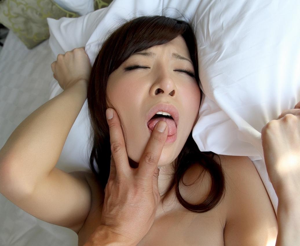 野村萌香の舌出しフェラ・舌射 (3)