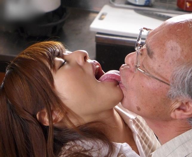 瑠川リナの舌画像まとめ (42)