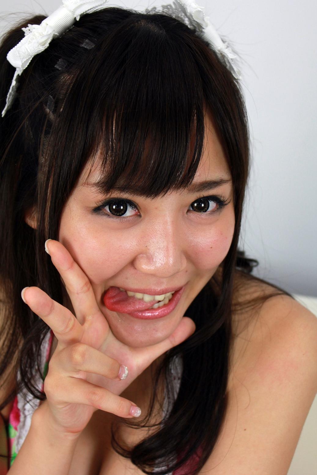 栗木まりさの舌出し (2)