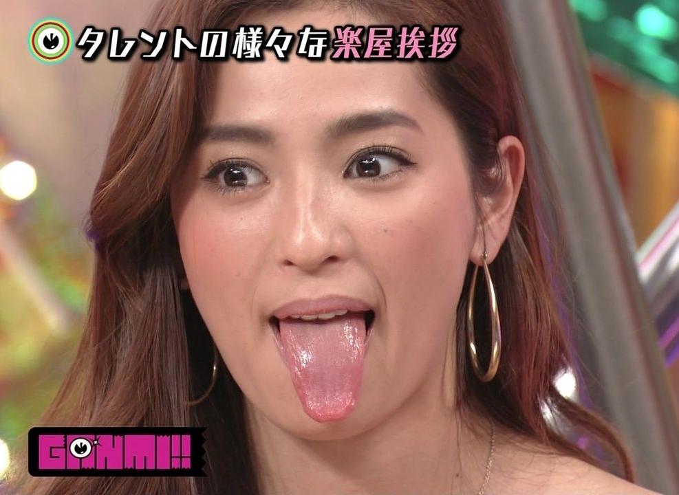 中村アンの舌出し (2)