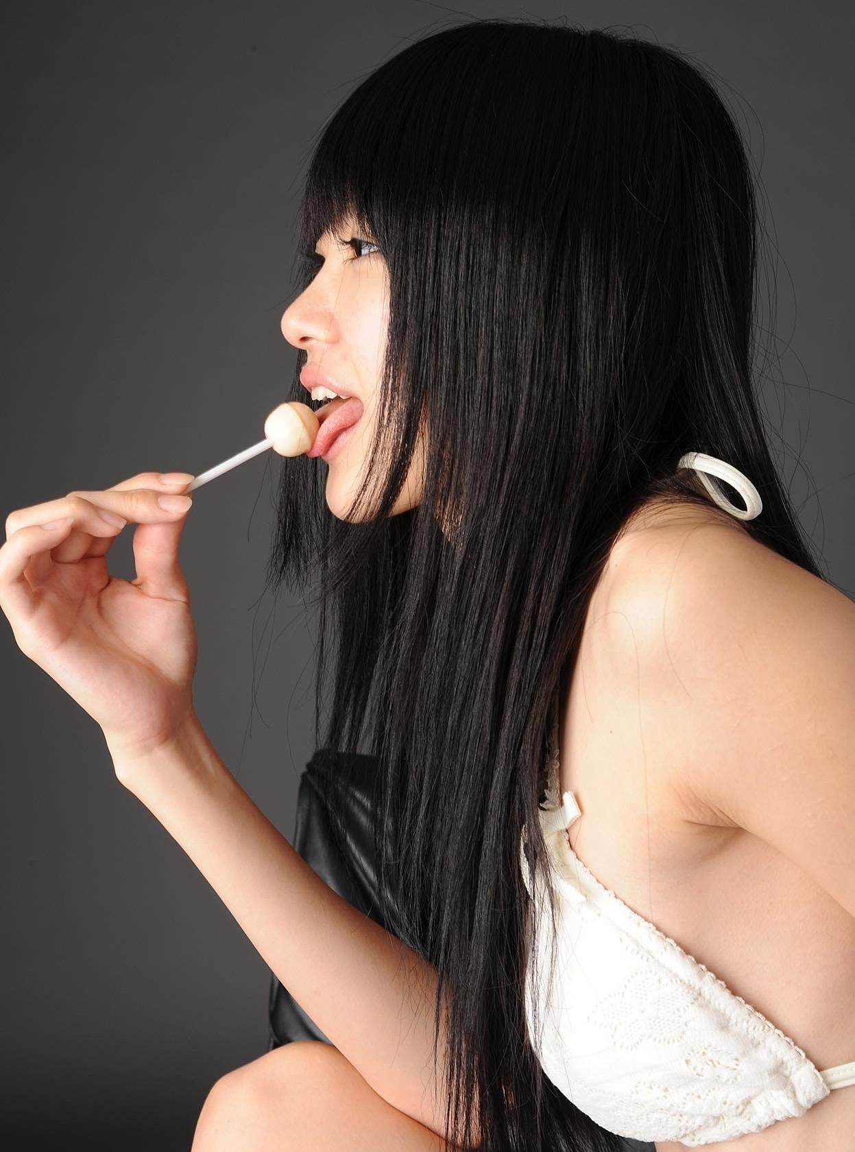 柳恵梨菜の舌出し飴舐め (4)