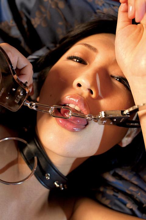 壇蜜の舌出し (1)