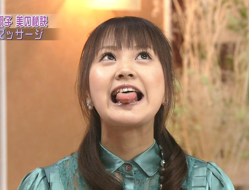 浜田翔子の舌出し