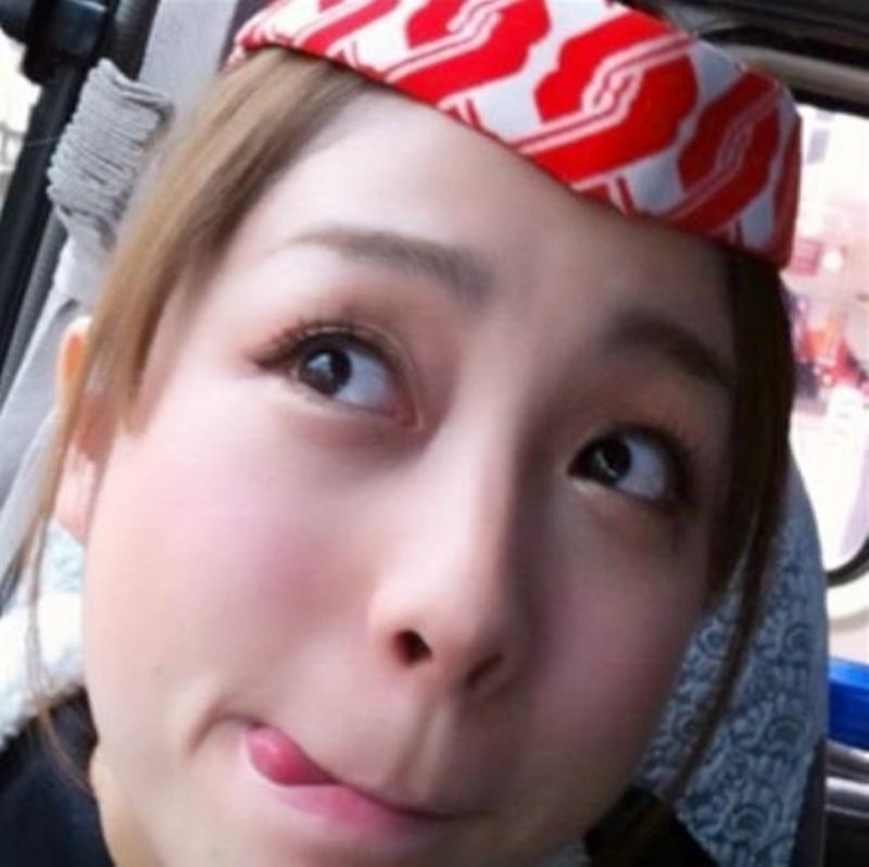 鈴木あきえの舌出し (4)