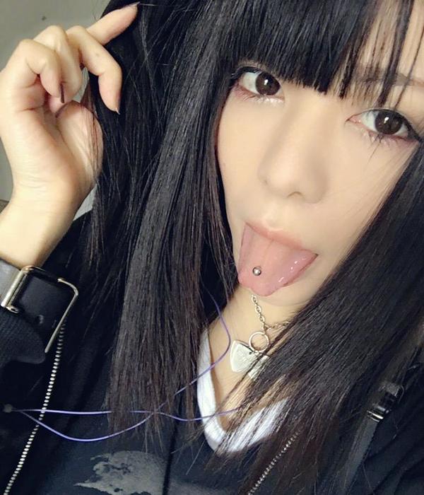 真縞しまりすの舌出し (20)