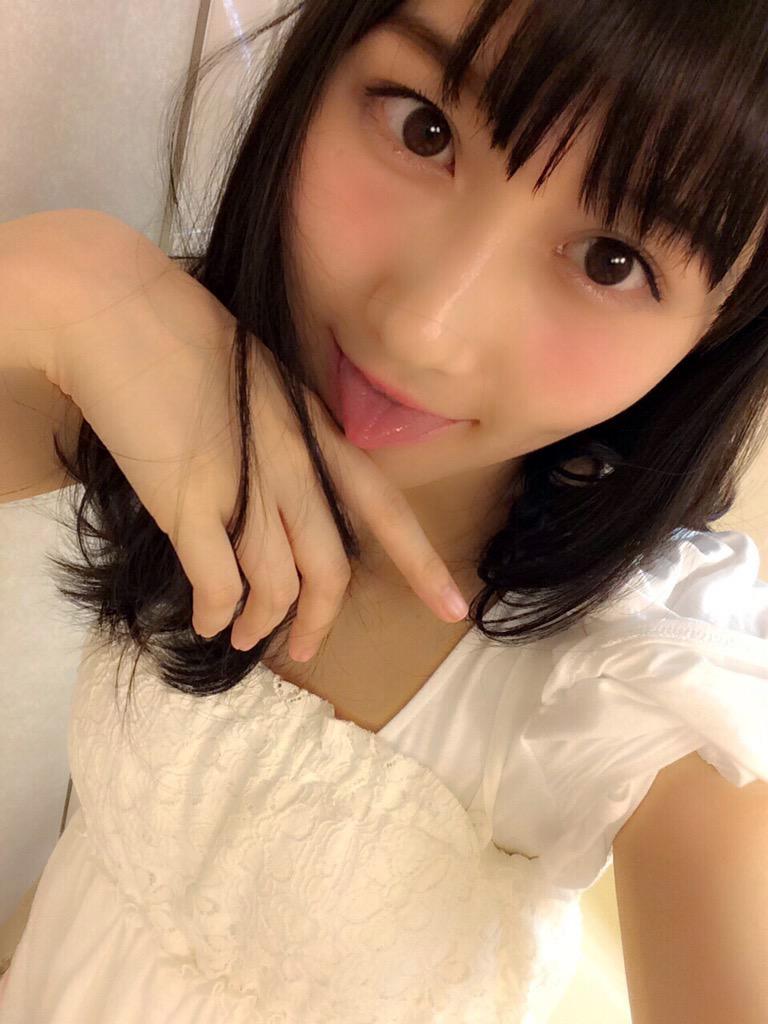 矢倉楓子の舌出し (3)