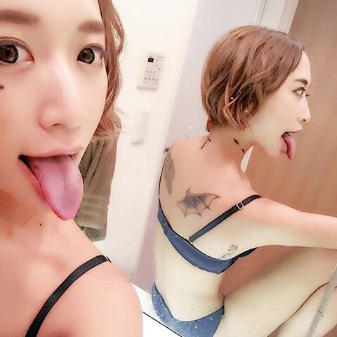 立花亜野芽の舌出し (3)
