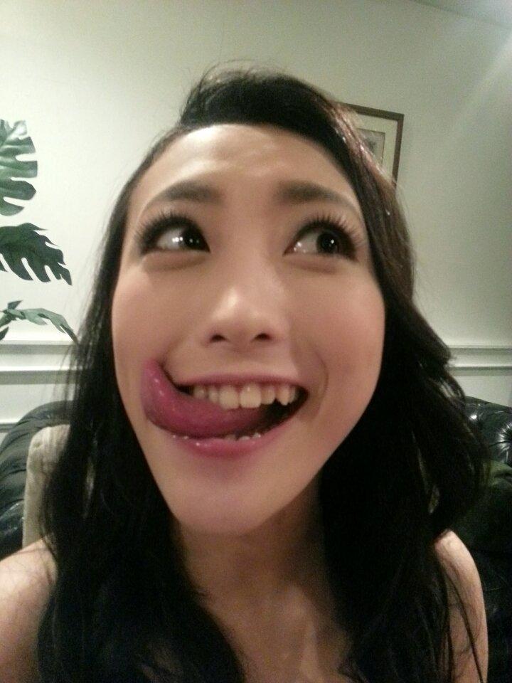 神納花の舌出し (1)