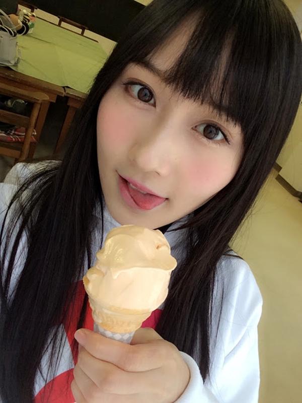 矢倉楓子の舌出し (10)