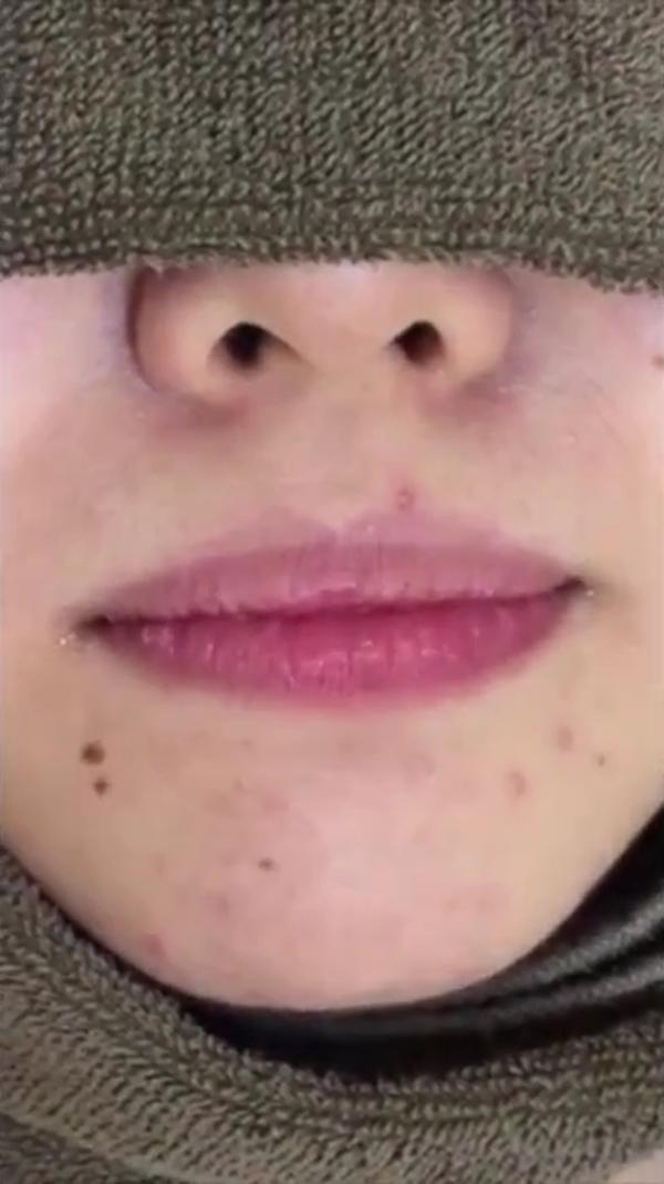 素人女性の舌磨き (1)