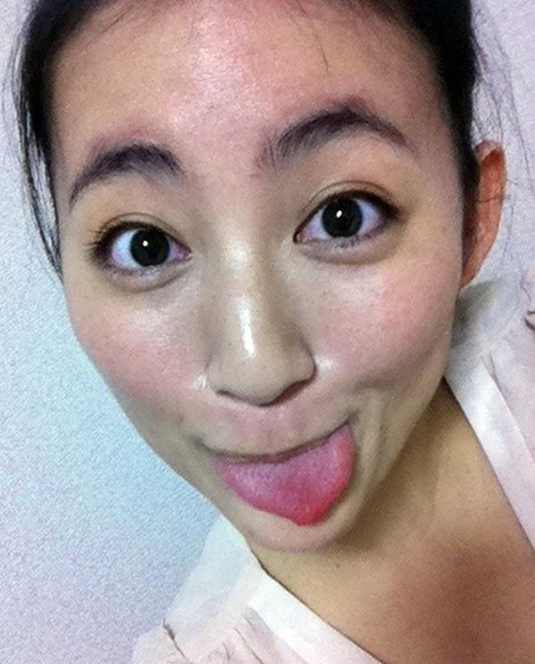 福田彩乃の自撮り舌出し (3)