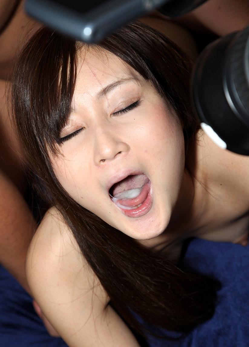 小林沙織の舌射