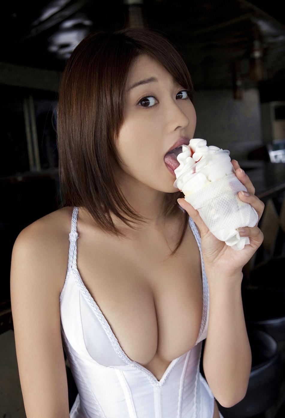 原幹恵のアイス舐め