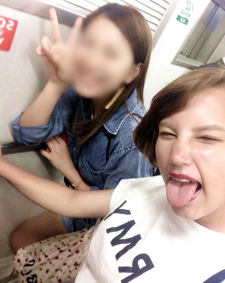 松下サニーの舌出し (6)