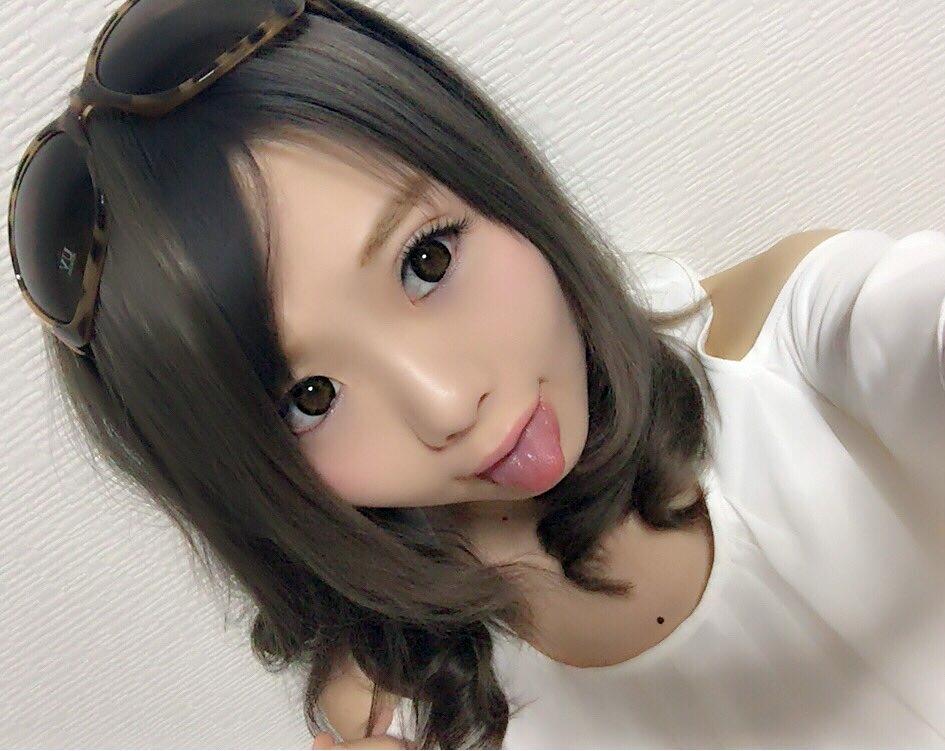 杏ちゃむの舌出し (1)