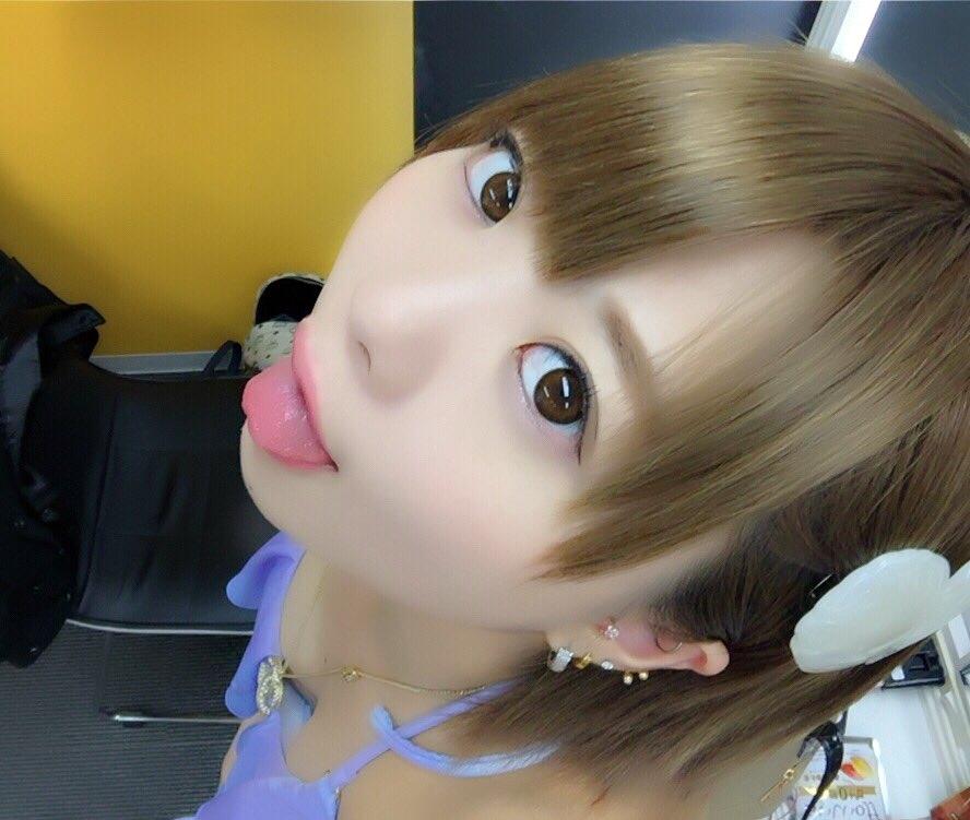 杏ちゃむの舌出し (5)