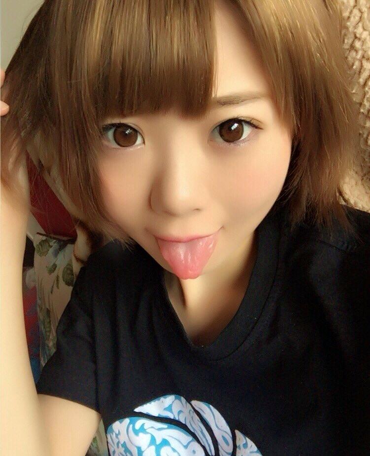 杏ちゃむの舌出し (4)