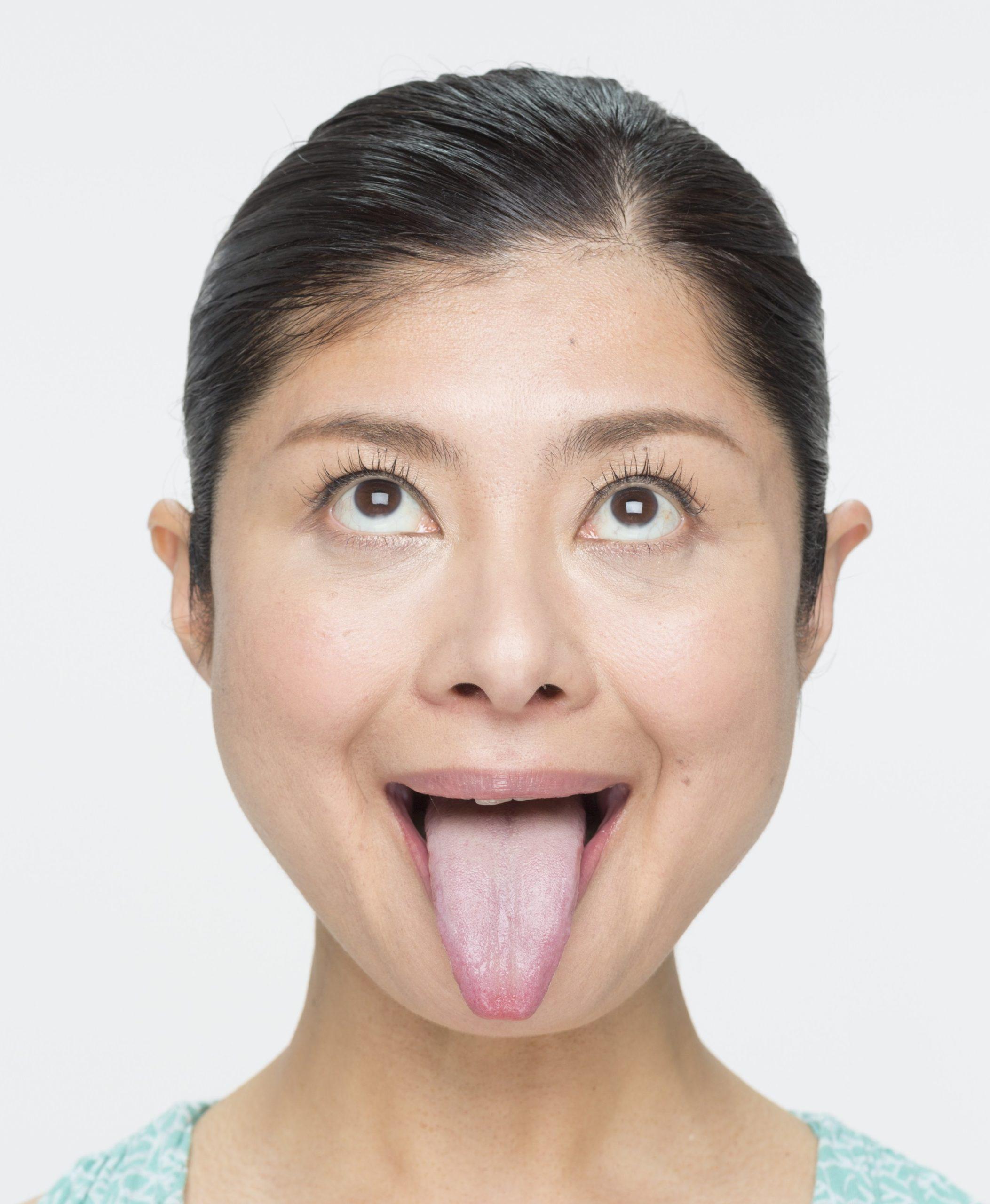 間々田佳子の高画質舌出し