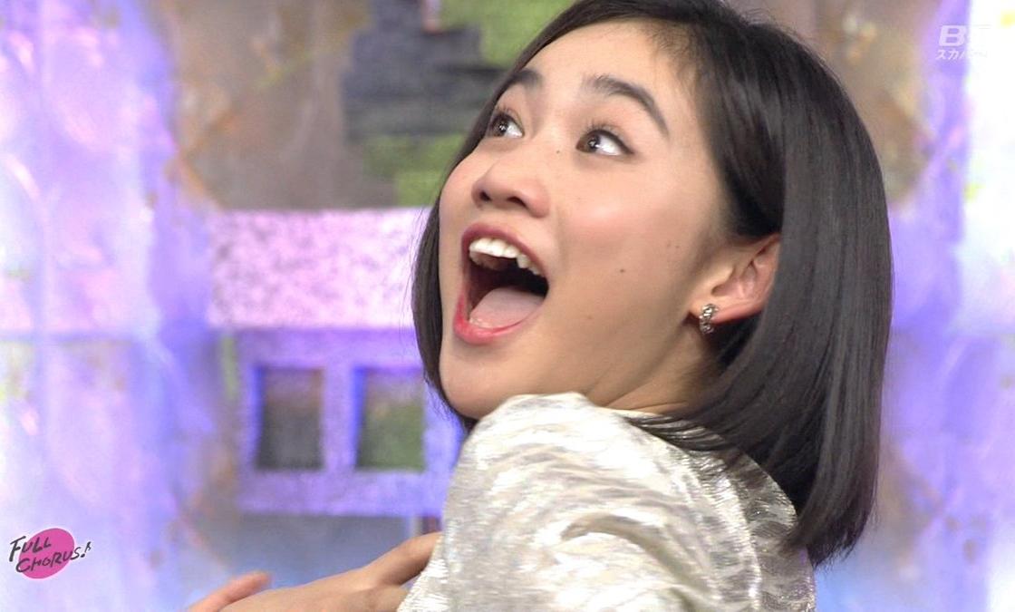 佐々木莉佳子の舌出し (4)