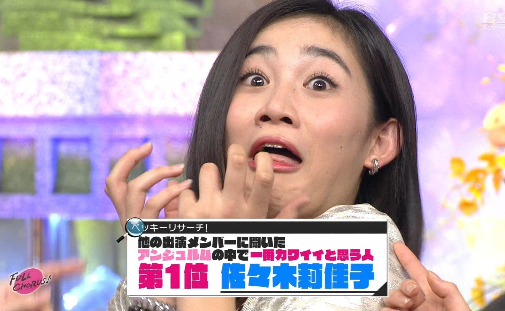 佐々木莉佳子の舌出し (2)