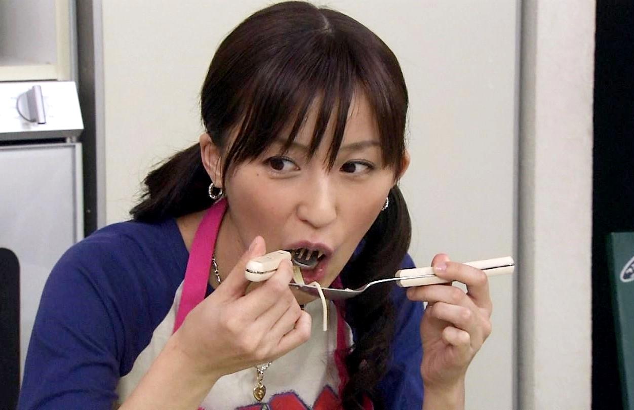 来栖あつこの食事舌 (2)