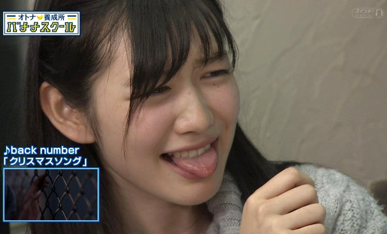 岡本夏美の舌出し (2)