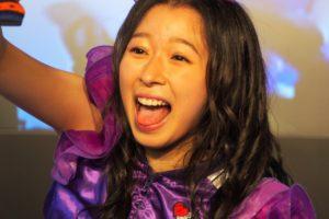 大黒柚姫の舌出し