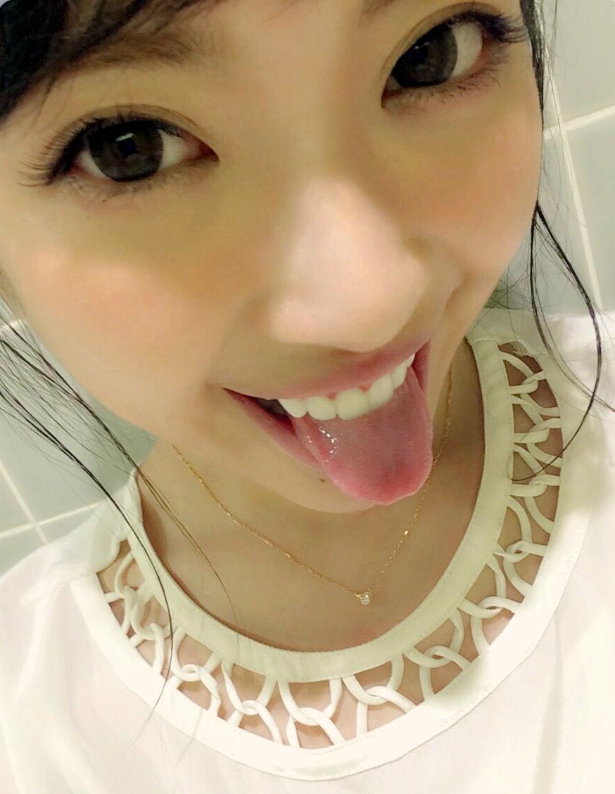 舟山久美子の自撮りトロ舌