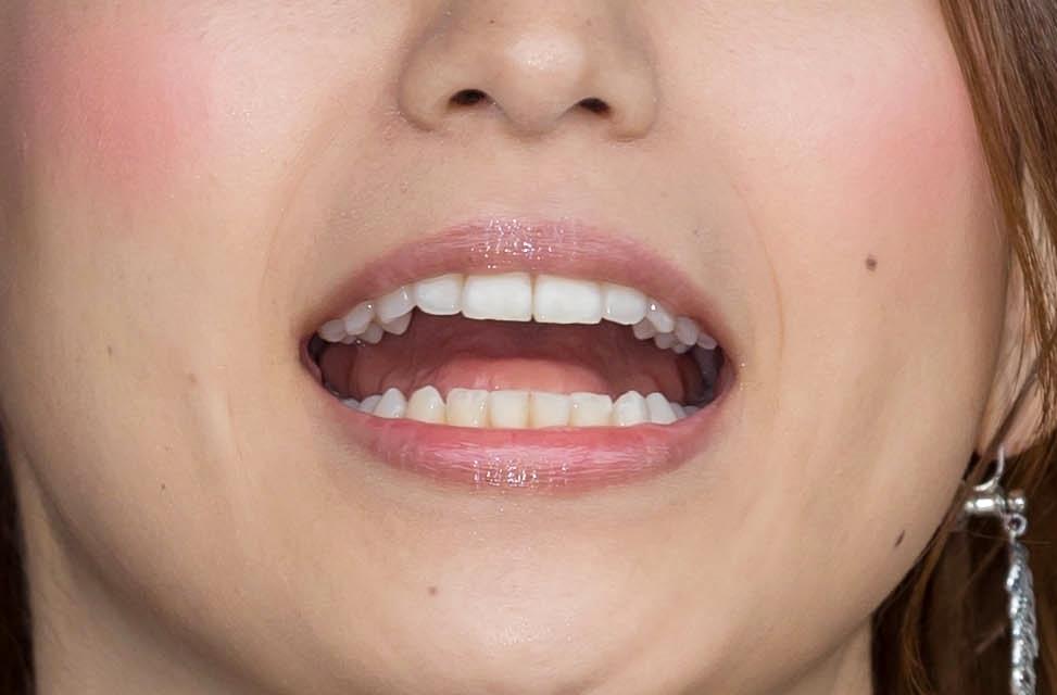 市原彩花のギザギザ歯痕舌 (2)