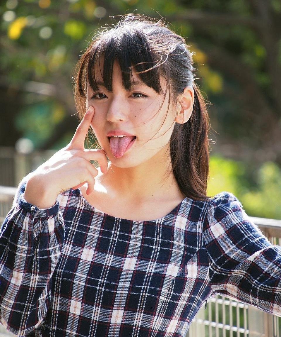 竹本茉莉のあっかんべー舌出し (3)