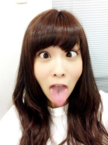 斉藤優里の舌出し