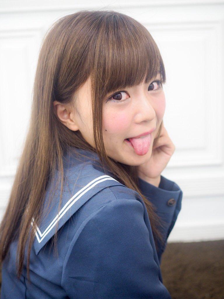 田中優衣の舌出し (5)