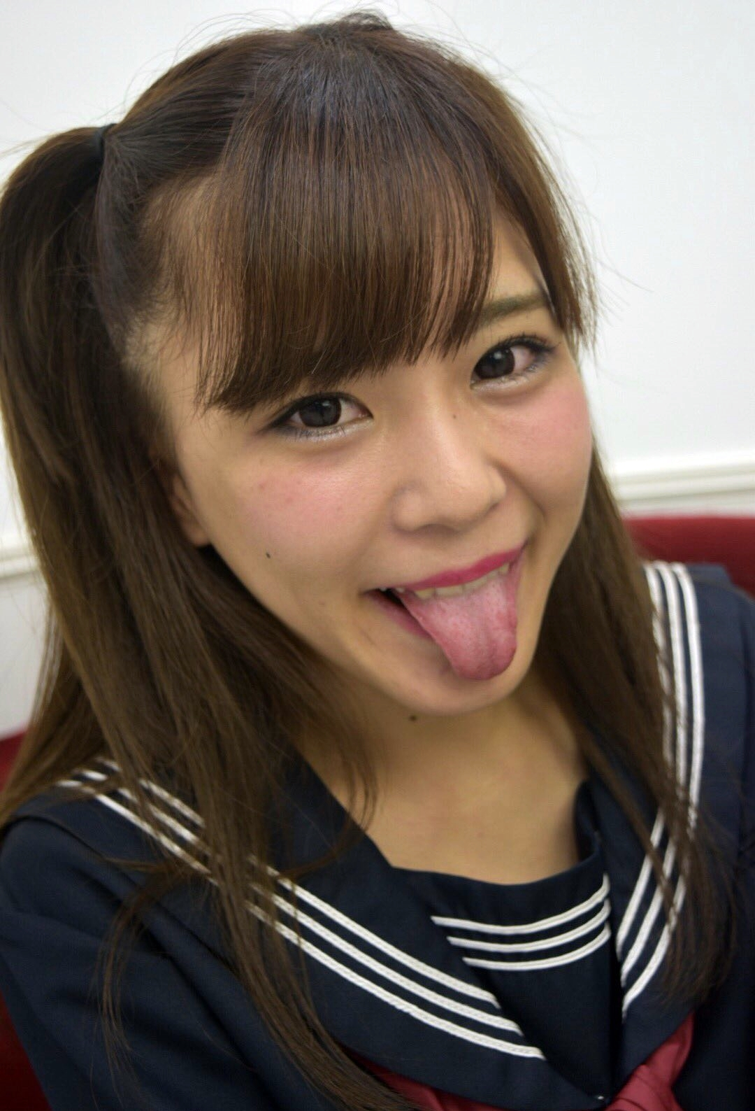 田中優衣の舌出し (7)