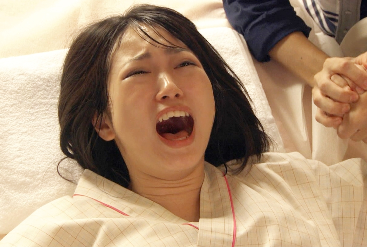 志田未来のイキ顔舌見せ (1)