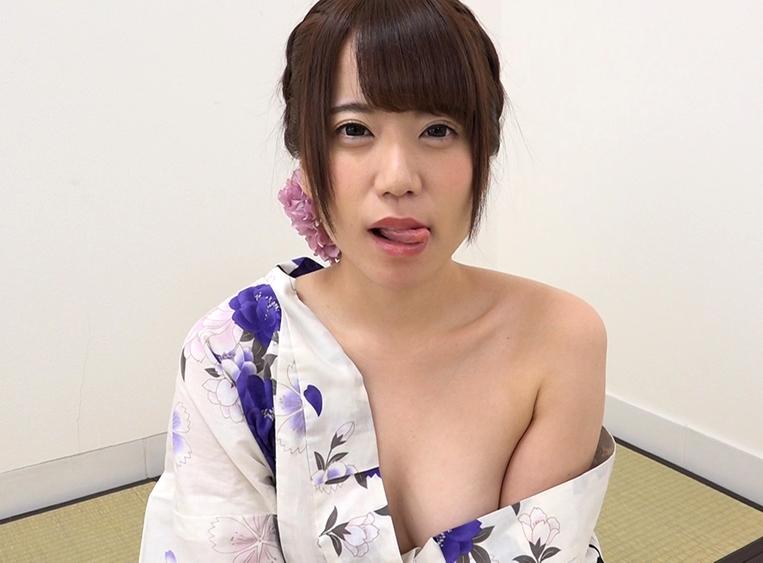 初美りんの疑似フェラソーセージ舐め (1)