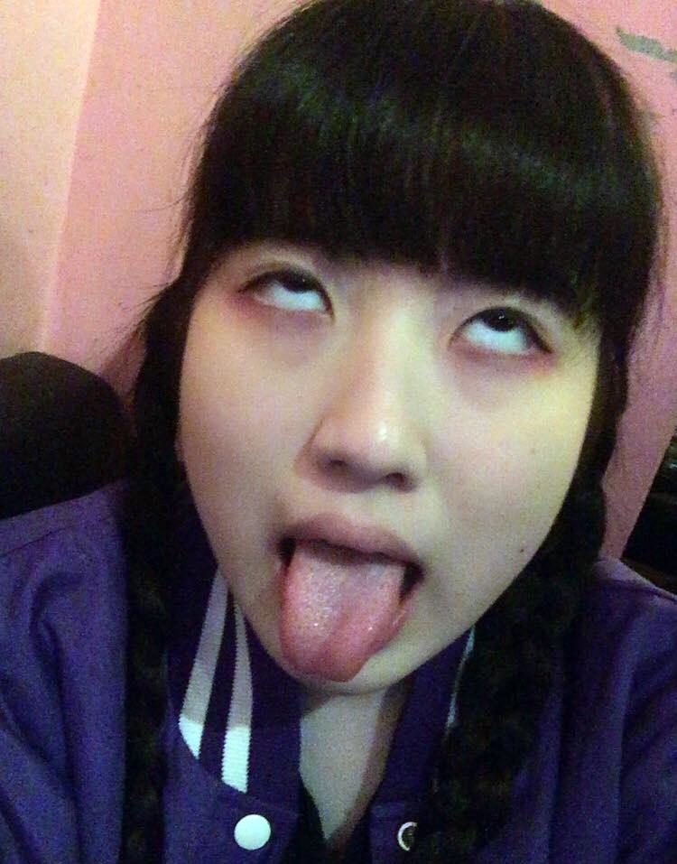中村ソゼの舌出し (12)
