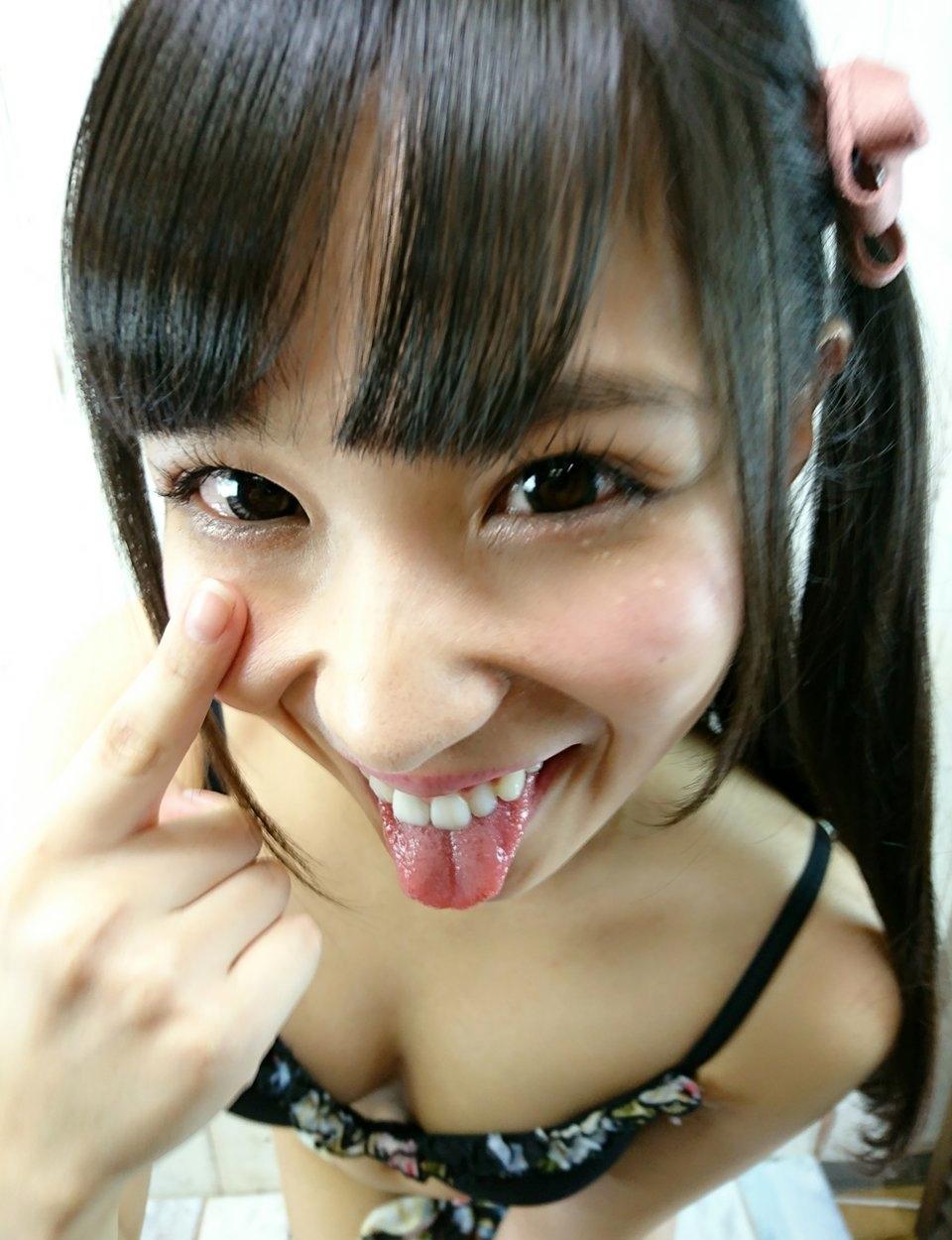 栄川乃亜のあっかんべー舌出し (2)