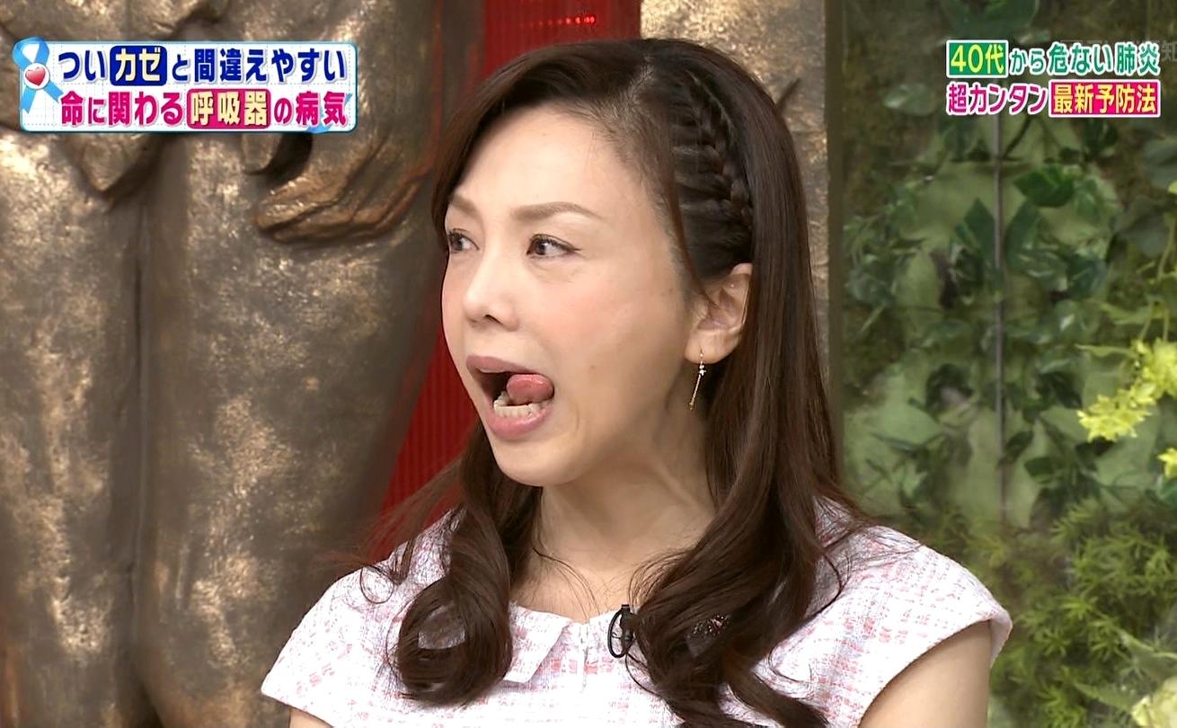 森本智子の舌出し (3)