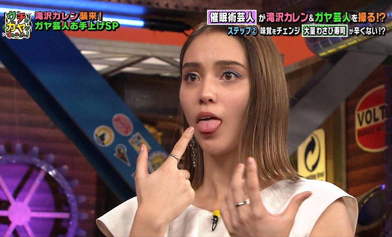 滝沢カレンの舌出し (2)