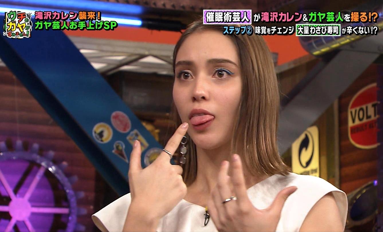 滝沢カレンの舌出し (1)