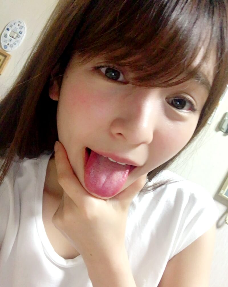 ほのかの舌出し (4)