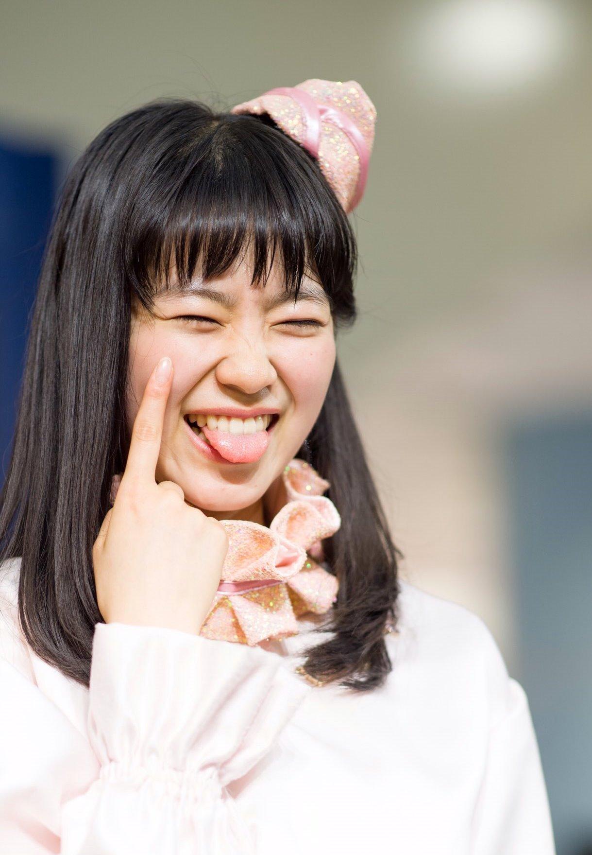 坂井仁香の舌出し (3)