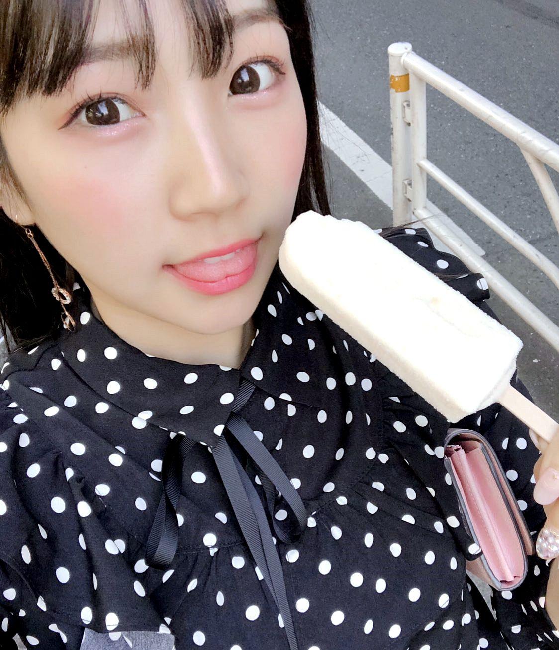 瀬奈ジュリの舌出し (2)
