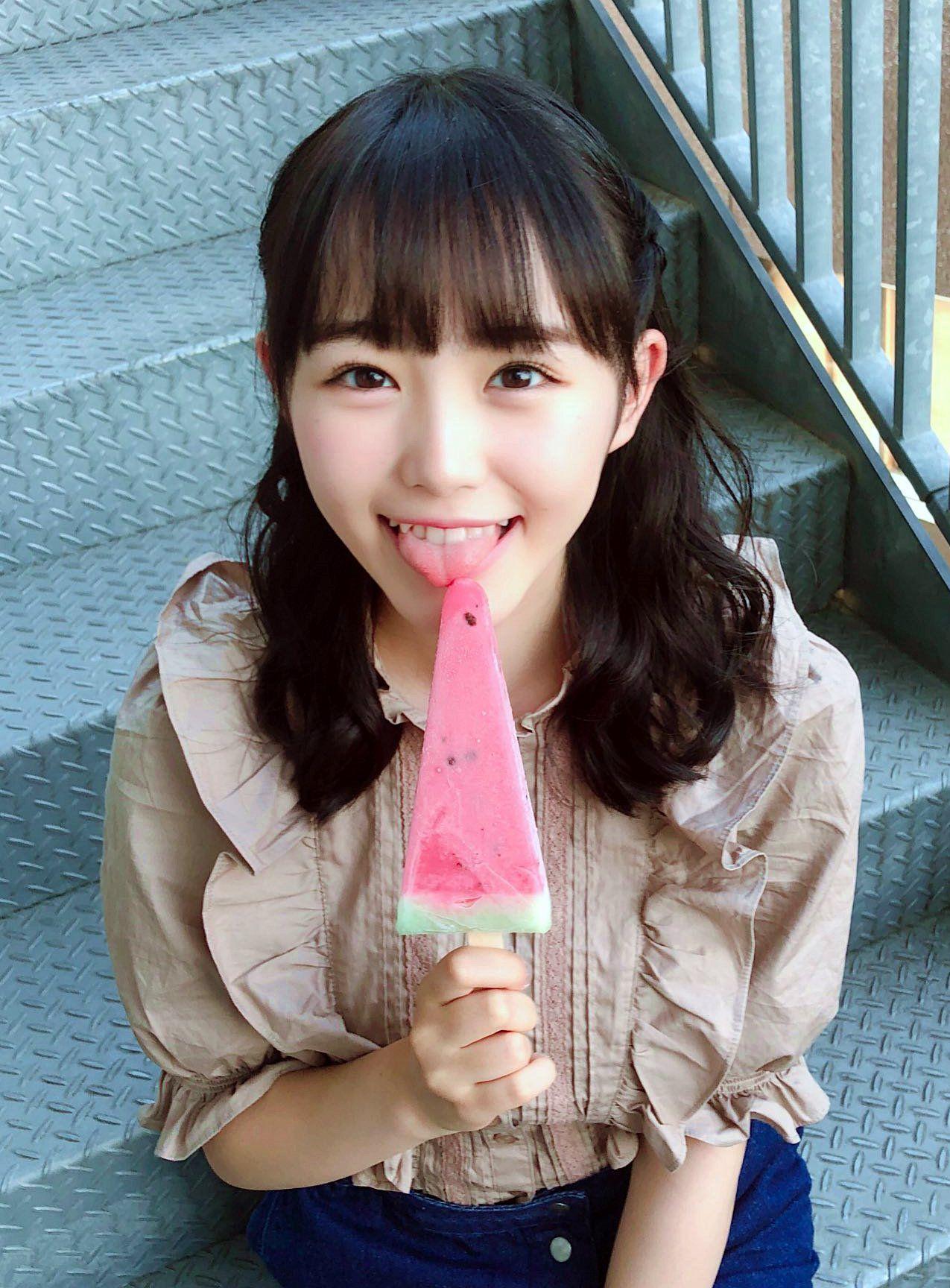 伊藤小春の舌出し (5)