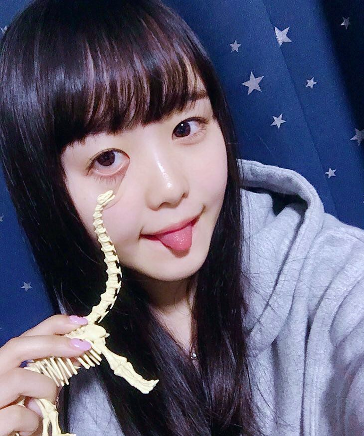 伊藤小春の舌出し (3)