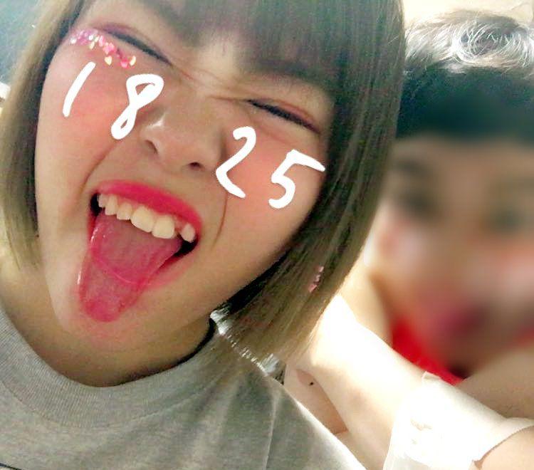 桃野美桜の自撮り舌出し (5)