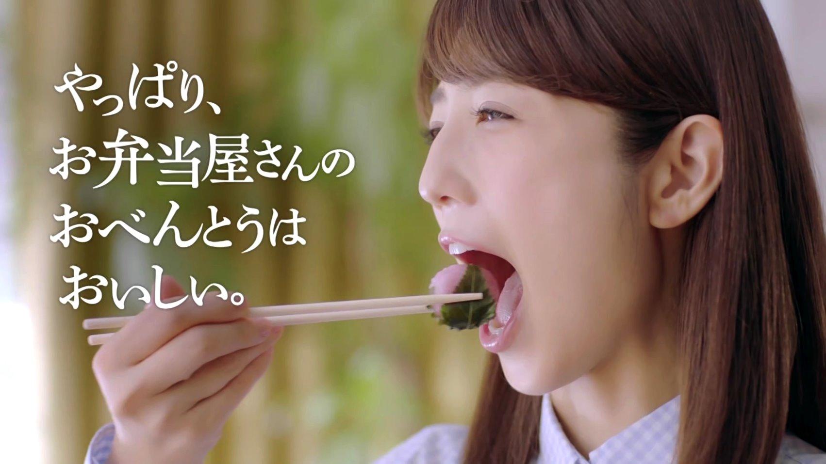 小倉優子の食事舌2 (1)